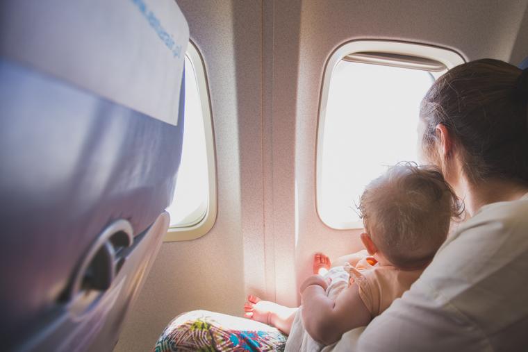 niemowlę w samolocie