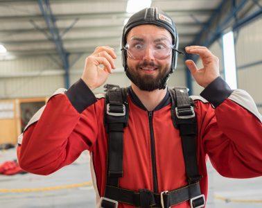 skok ze spadochronu